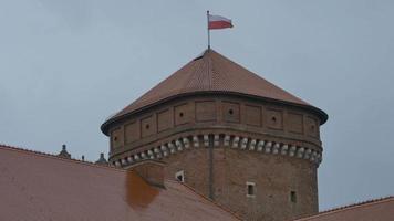 drapeau pologne sur tour