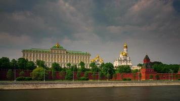 Russia estate giorno Mosca fiume traffico Cremlino panorama 4K lasso di tempo video