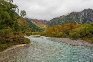 temporada de outono em Kamikochi nagano japão foto
