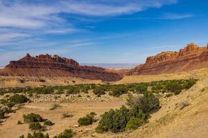woestijnlandschap met rotsachtige heuvels