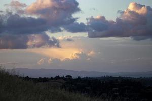 nubes de colores al atardecer