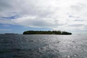 isla de cayo levantado en el mar caribe