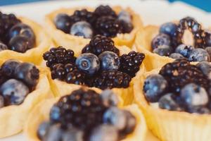 Healthy simple dessert - tiny tarts with blackberry