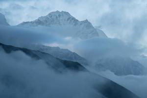 brouillard dans l'Himalaya photo