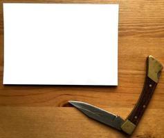 papel blanco y navaja