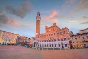 Piazza del Campo en Siena, Italia foto
