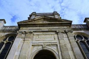 fachada de una iglesia católica