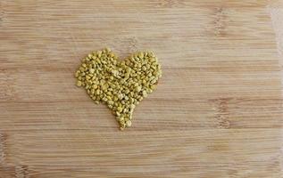 Heart shaped yellow pollen