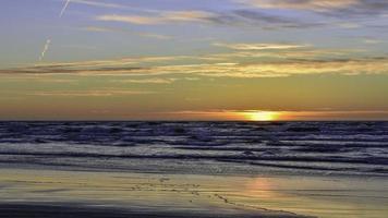 puesta de sol en lituania foto