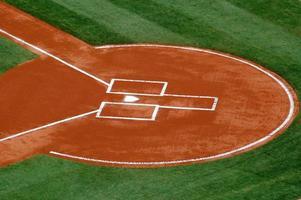 plato de home en el campo de béisbol