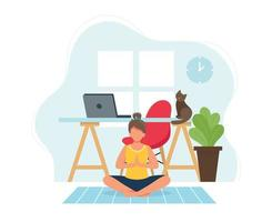 Mujer joven haciendo yoga en un acogedor interior moderno