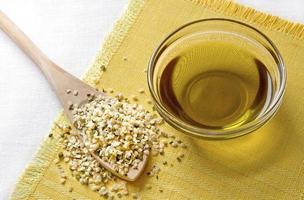 semillas de cáñamo y aceite de cáñamo foto