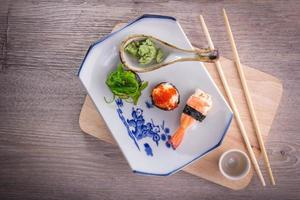 conjunto de sushi japonés foto