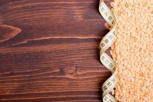 lentejas crudas a bordo de alimentos dietéticos