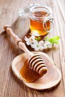 miel en un estilo rústico foto