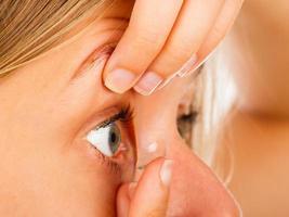 gemakkelijk contactlenzen aanbrengen