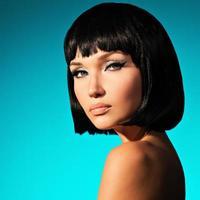 Retrato de mujer hermosa con peinado bob foto