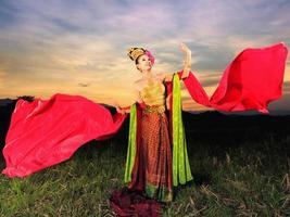 chica tailandesa con vestido estilo norteño