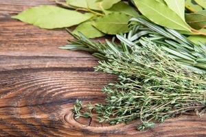 Fresh thyme, rosemary and laurel bay leaves