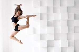 mujer bailando foto