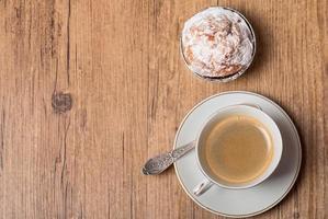vista superior de la taza de café y muffin foto