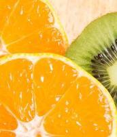 cítricos y kiwi