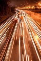 carretera de tráfico de velocidad nocturna