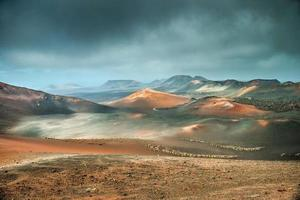 volcán y desierto de lava