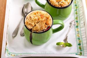 Fruit crumble topping cupcakes