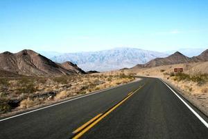 camino asfaltado - camino de montaña - valle de la muerte