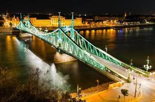 szabadsag, puente de la libertad en budapest foto