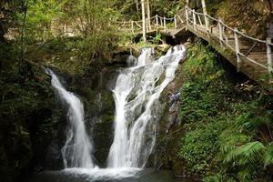 cachoeira perto da montanha wuyishan, província de fujian, china