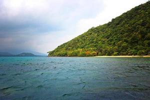 Islas del mar de Andaman en tiempo nublado