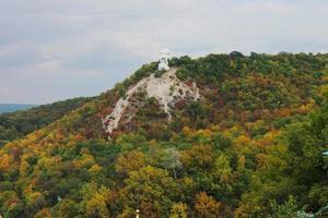 Artyom monumento montado en la montaña calva