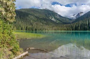 Lago inferior joffre en columbia británica