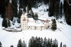 Castel Gardena en Santa Cristina, Alpes de Italia foto