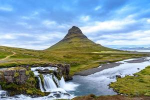 montaña kirkjufell, islandia foto