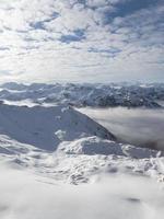 nieve en las montañas foto
