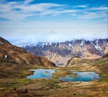 lagos de montaña en el himalaya