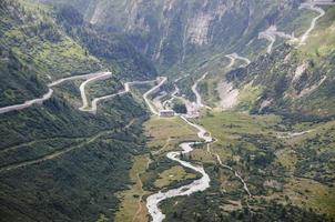 Vista del paso de alta montaña de Furka, Suiza foto