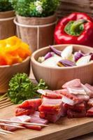 Ingredients to prepare skewers.