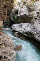 río belaya está en el cáucaso occidental foto