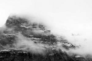 montaña al amanecer foto