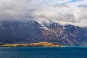 paisagem do lago e montanha