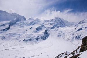 Paisaje del curso de sking en la región de Matterhorn, Suiza foto