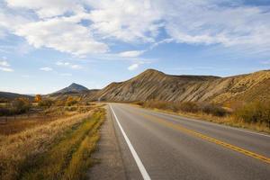 carretera de otoño colorado