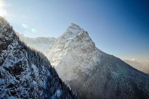 Paisaje invernal con la cumbre de waxenstein cerca de Garmisch - Alemania foto
