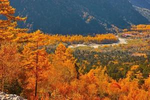 kamikochi que saludó la temporada de follaje de otoño foto