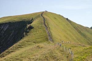 Escalera como parte de la cresta a pie cerca de Stoos, Suiza