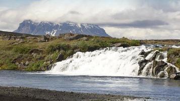 Islandia. montaña herdubreid. región de las tierras altas. carretera f88. foto